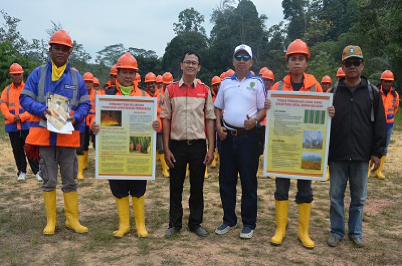 Disbun Latih Petugas Tanggap Atasi Kebakaran Lahan dan Kebun