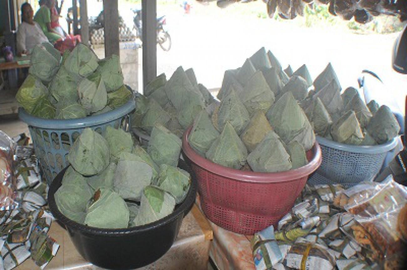 Pedagang Gula Aren Kebanjiran Pembeli