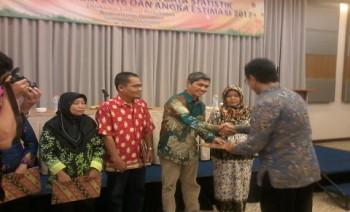 Disbun Terima Penghargaan Pengelolaan Statistik Perkebunan Terbaik