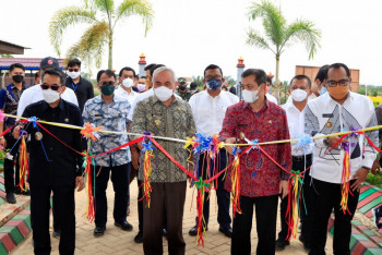 Isran-Hadi Resmikan Fasilitas Pendidikan Bantuan CSR Perkebunan
