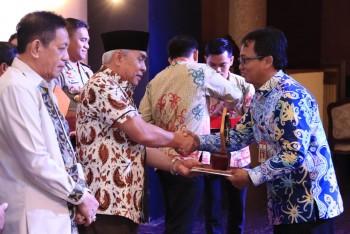 Disbun Raih Penghargaan Dari Kementerian Keuangan