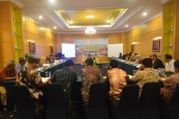 Bahas Penyempurnaan Renstra 2013-2013, Disbun Libatkan Kabupaten dan Kota