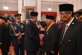 Gubernur Kaltim Terima Bintang Jasa Utama dari Presiden