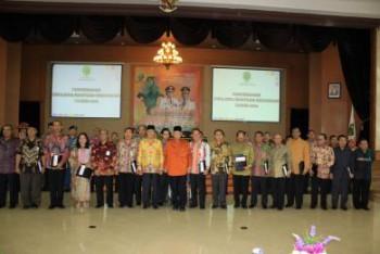 Gubernur Serahkan DIPA, DPA dan Bantuan Keuangan