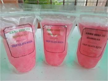 Sirup Air Kelapa Siap Minum dengan Nata de Coco dan Selasih (500 ml)